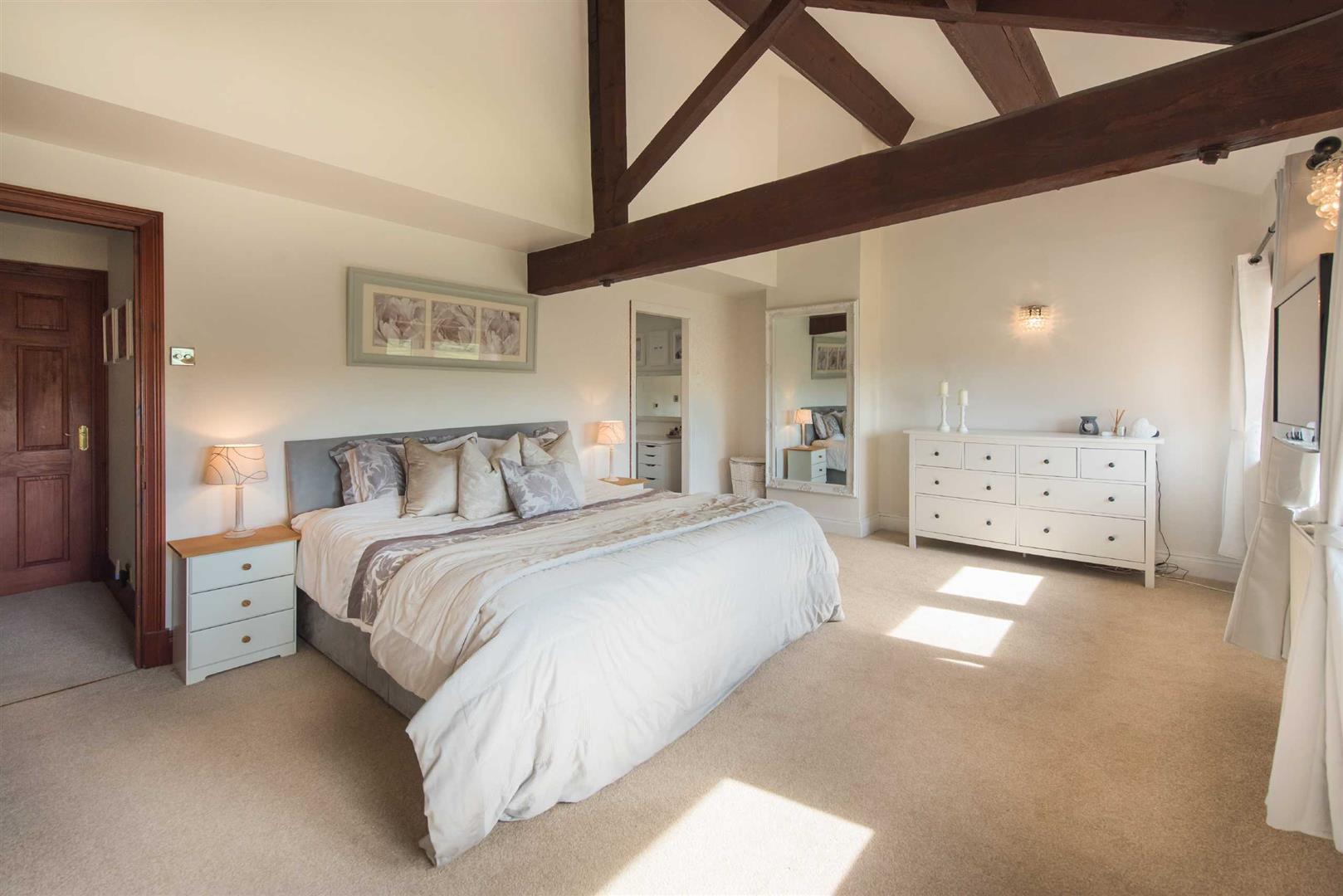 5 Bedroom Link Detached House For Sale - Image 14